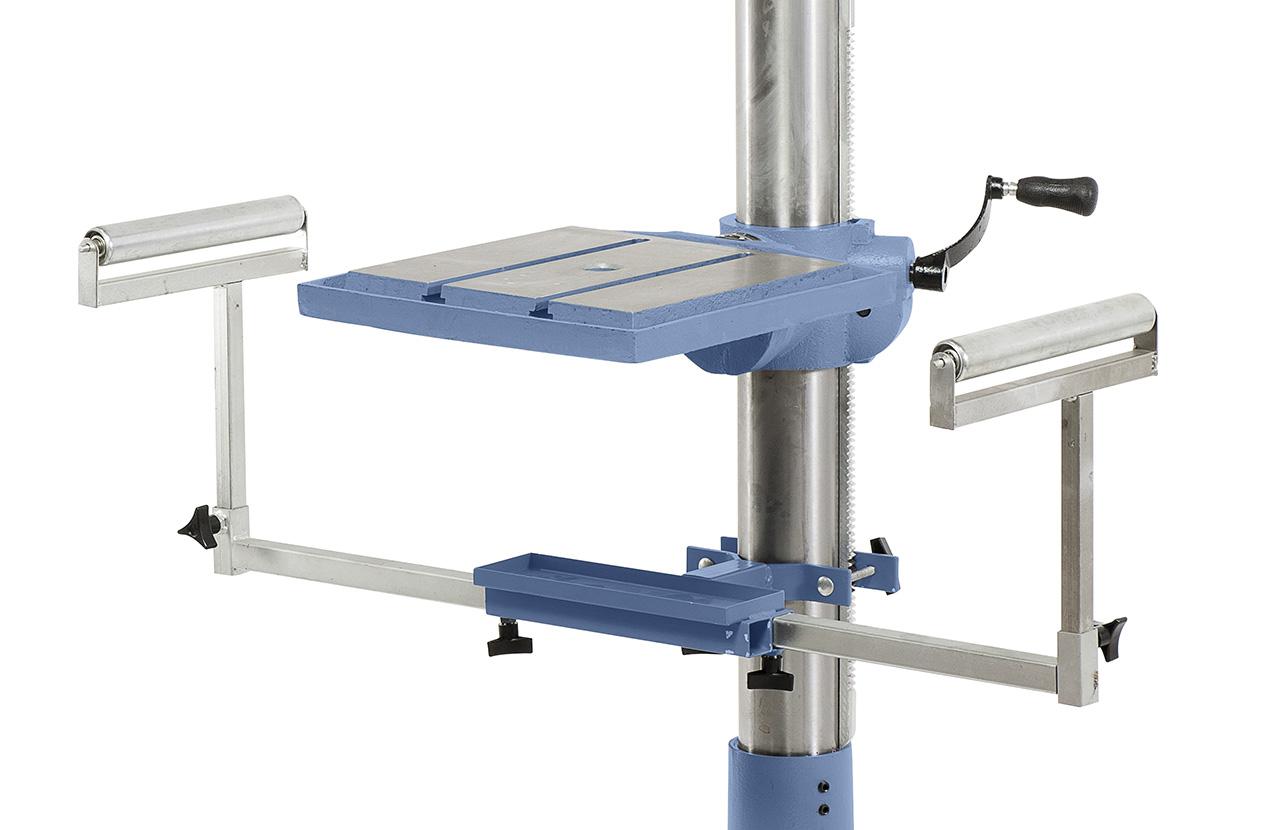 Zum Auflegen von langen Werkstücken kann die Maschine mit einem ausziehbaren Bohrsupport ausgestattet werden
