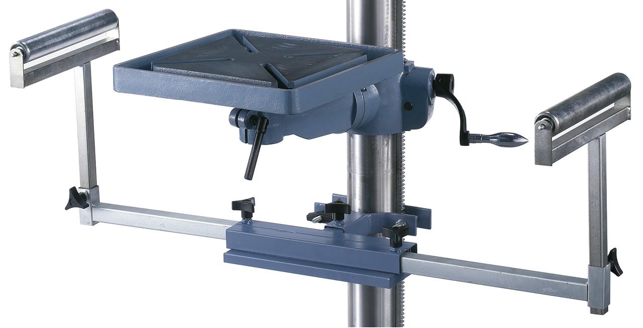Zum Auflegen von langen Werkstücken kann die Maschine mit einem ausziehbaren Bohrsupport ausgestattet werden.