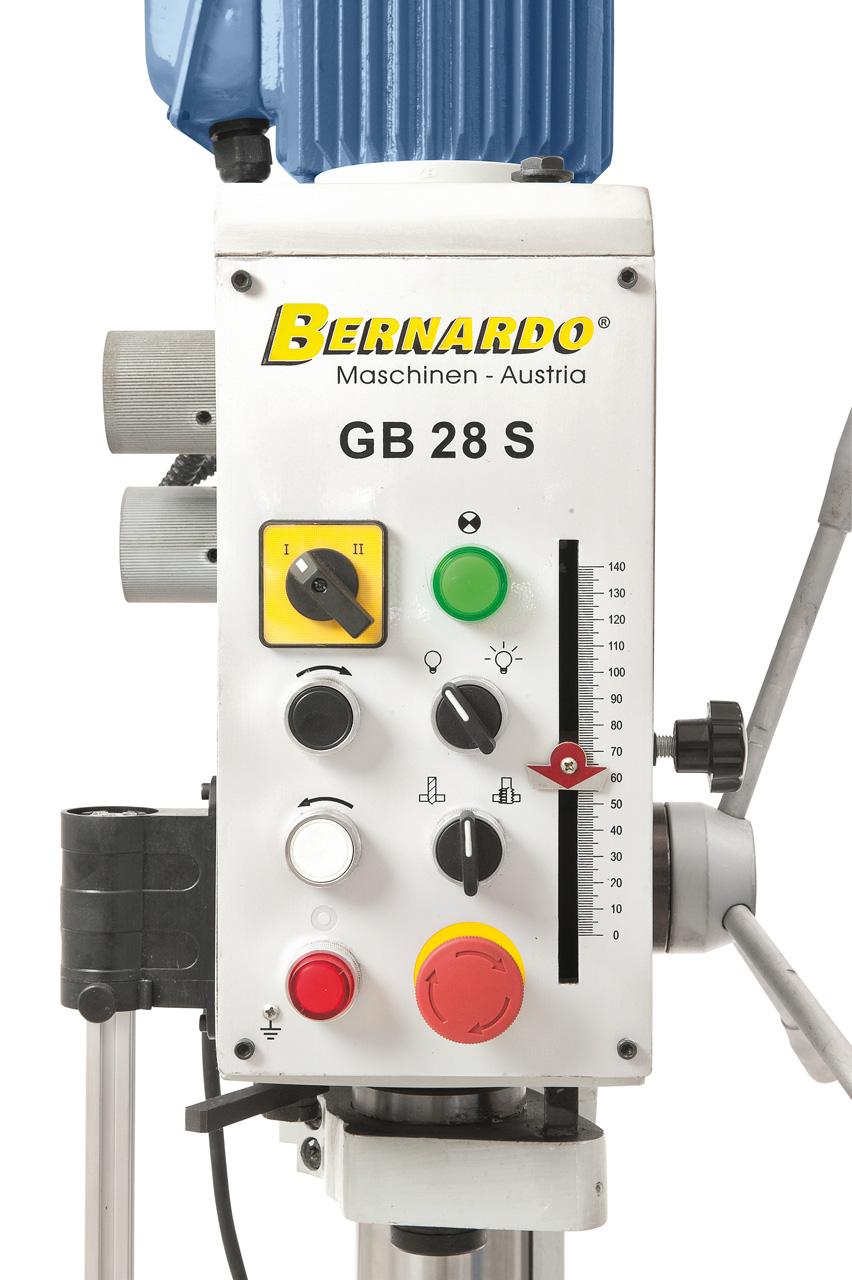 Übersichtlich angeordnete Schaltelemente, serienmäßig mit Gewindeschneideinrichtung.