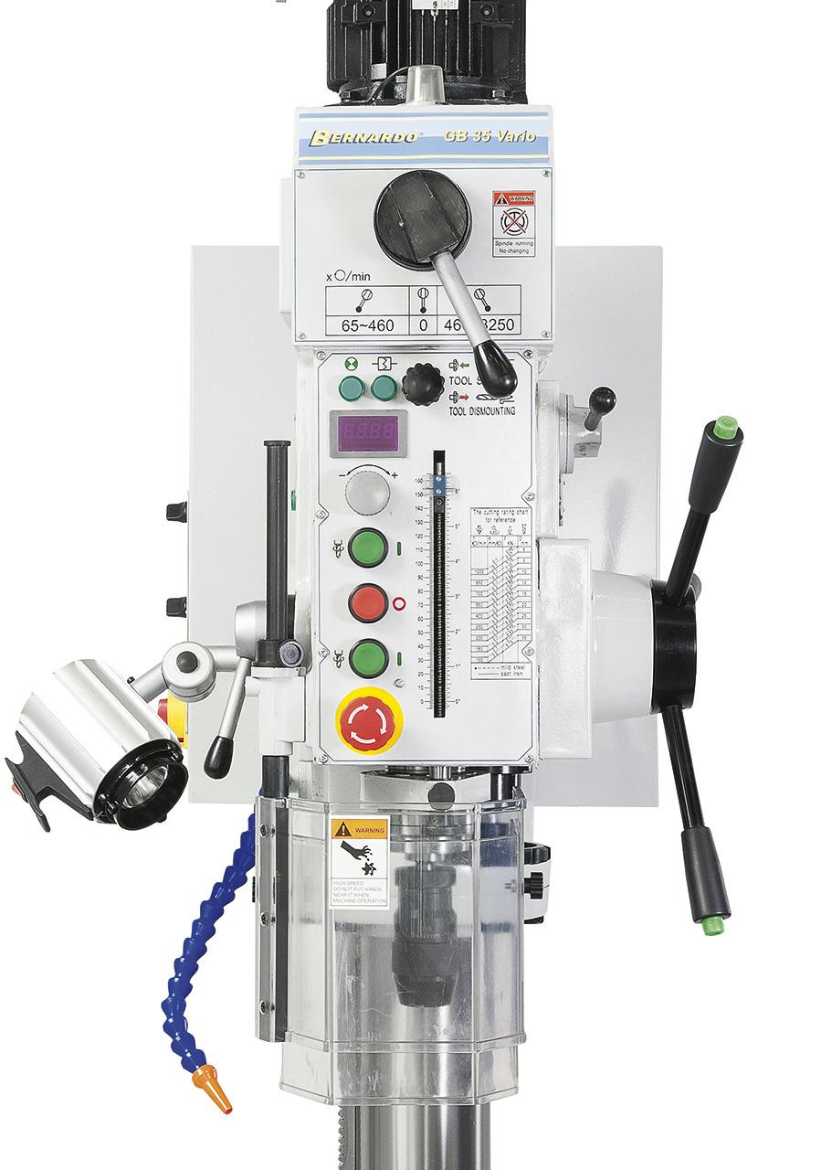 Serienmäßig mit digitaler Drehzahlanzeige ausgestattet. Alle Schalt- und Bedienelemente sind ergonomisch angebracht