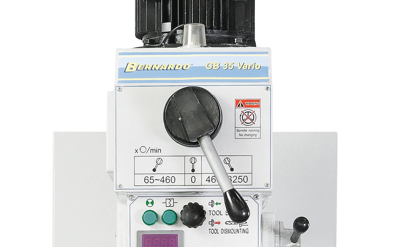 Einfache Vorwahl der Getriebestufe mittels Vorgelege, Einstellen der gewünschten Drehzahl mittels Potentiometer