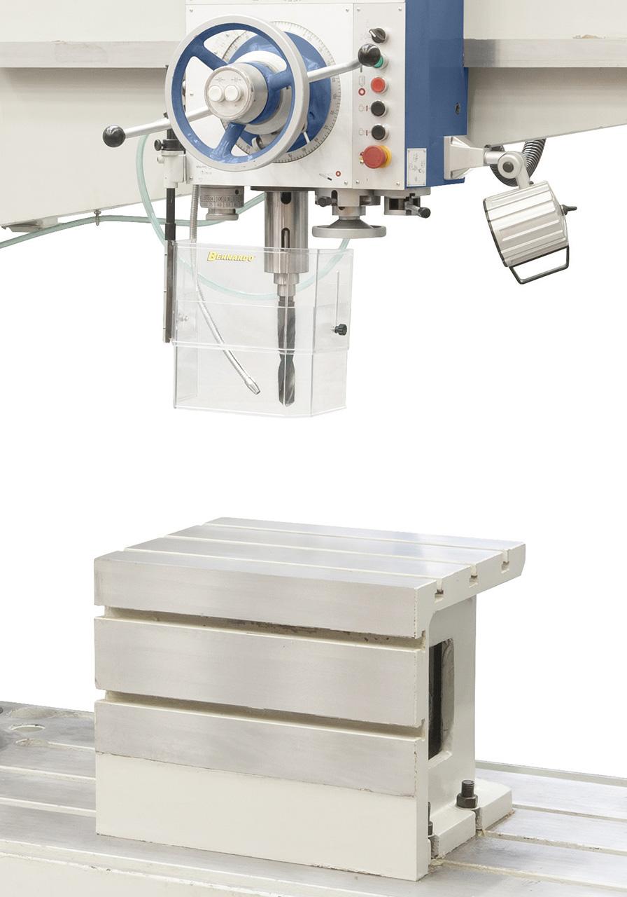 Präzisionsgelagerte Spindel für exakte Arbeitsergebnisse, Würfeltisch und Kühlmitteleinrichtung im Lieferumfang enthalten.