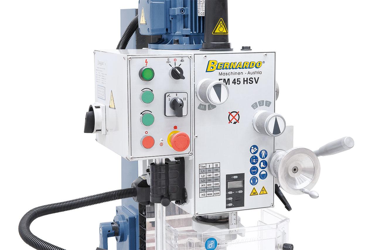 Ergonomisch angebrachte Schalt- elemente an der Vorderseite der  Maschine.