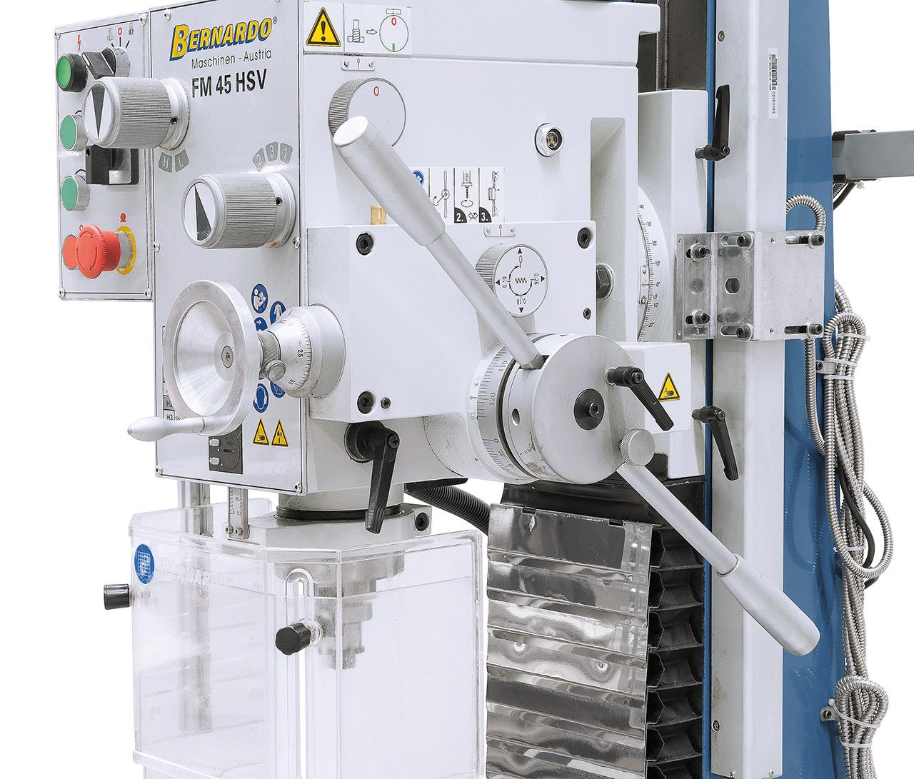 Der Pinolenvorschub kann  wahlweise auf 0,10 / 0,18  oder 0,26 mm/U eingestellt werden.