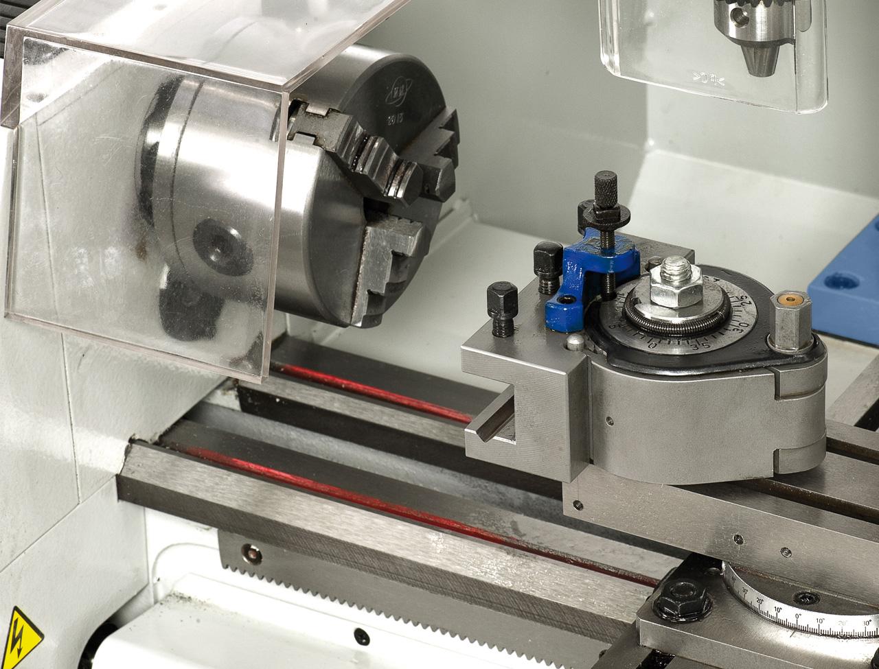 Zur Reduzierung der Nebenzeiten kann die Maschine mit einem Schnellwechselstahlhalter System Multifix ausgestattet werden