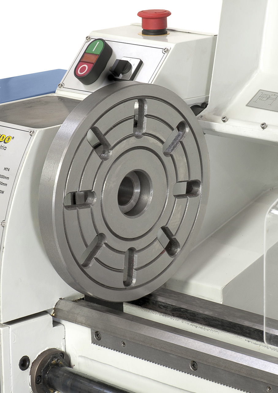 Zum Aufspannen von speziell geformten Werkstücken kann die Maschine mit einer 240 mm Aufspannscheibe ausgerüstet werden.