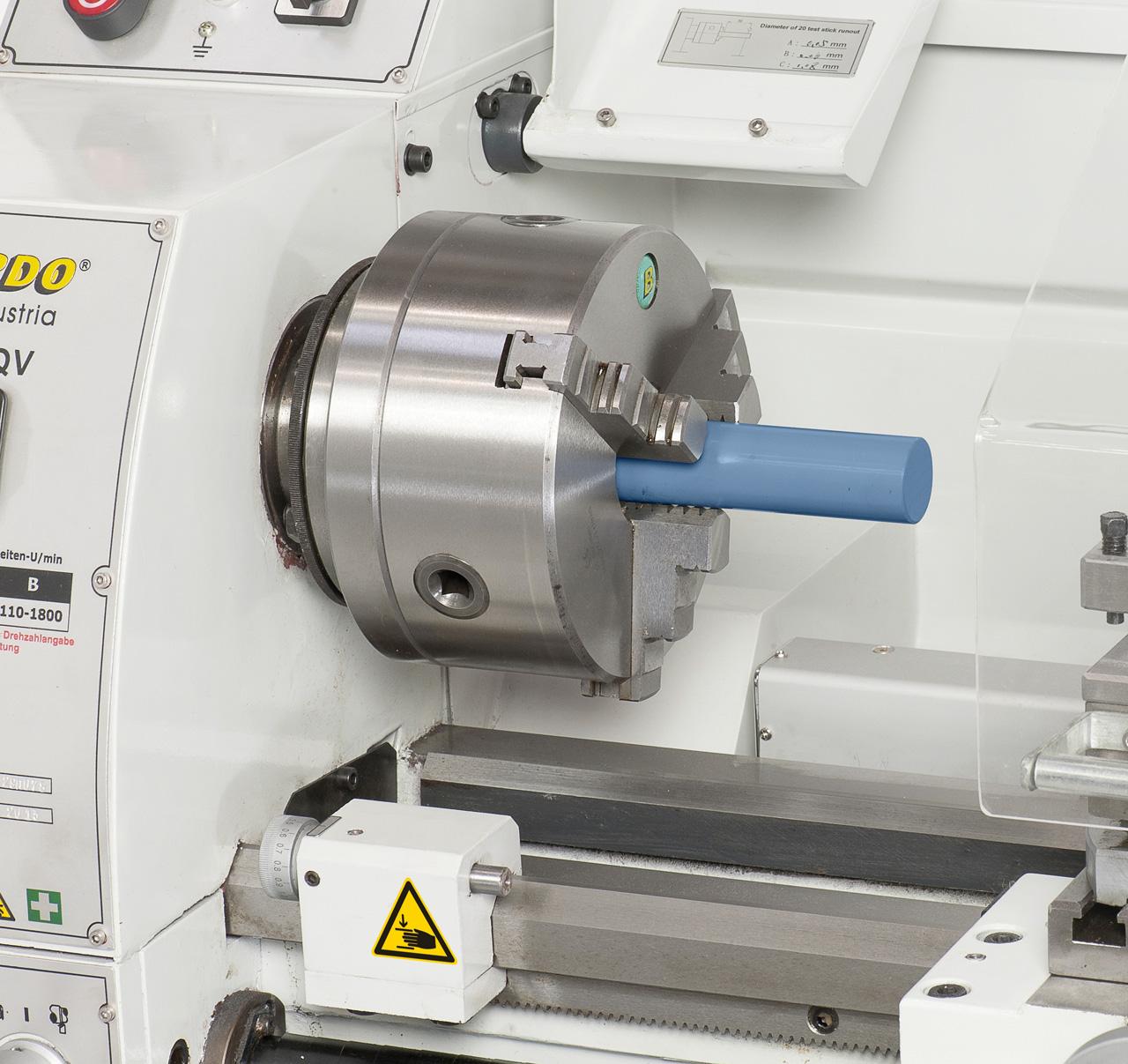 Zum Bearbeiten von großen Wellendurchmessern serienmäßig mit einer 38 mm Spindelbohrung ausgestattet