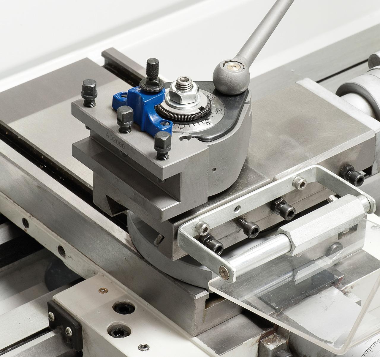Zum rationellen Arbeiten kann die Maschine mit einem Schnellwechselstahlhalter ausgerüstet werden