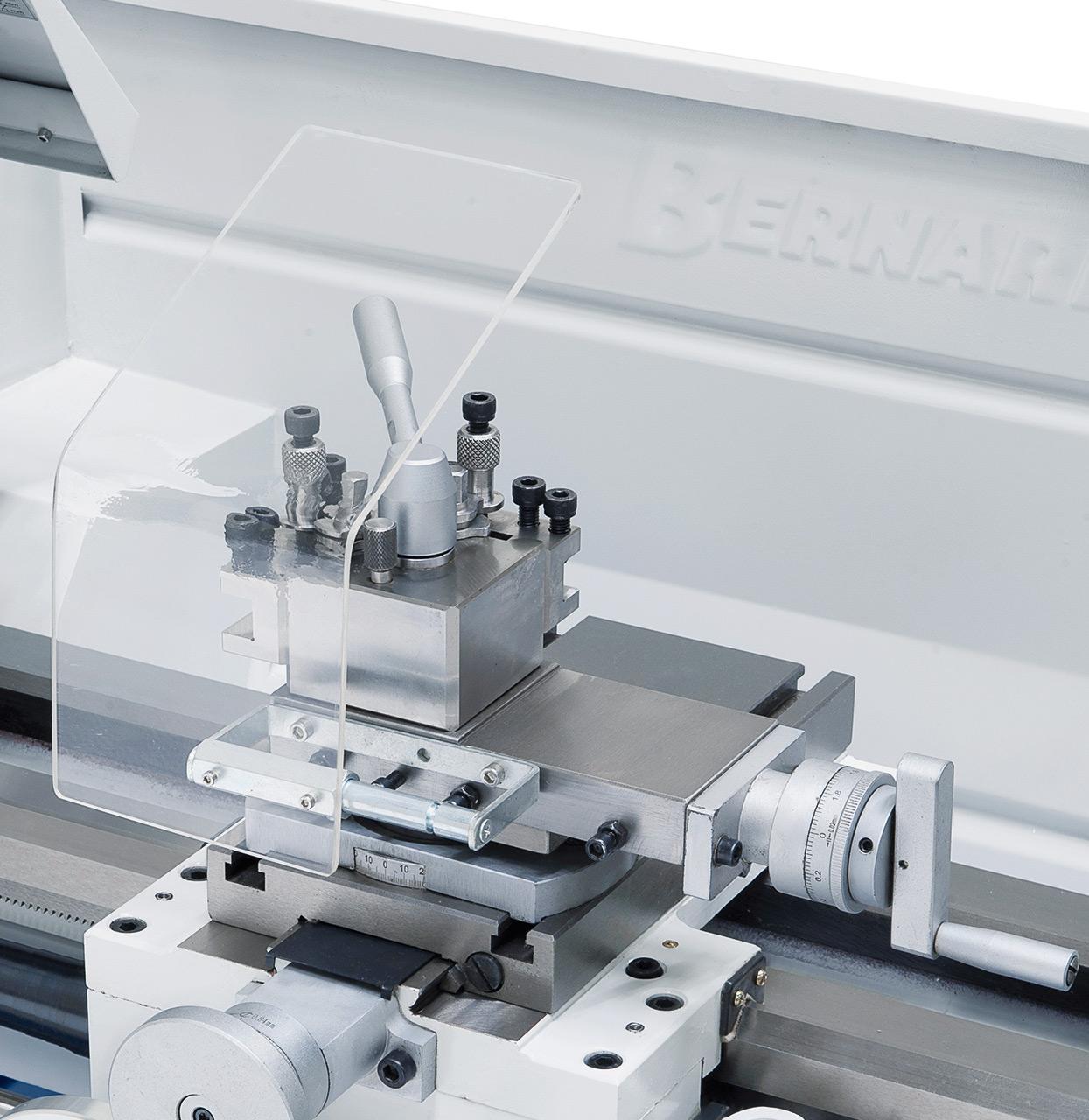 Zum rationellen Arbeiten ist die Maschine serienmäßig mit einem Schnellwechselstahlhalter ausgestattet.
