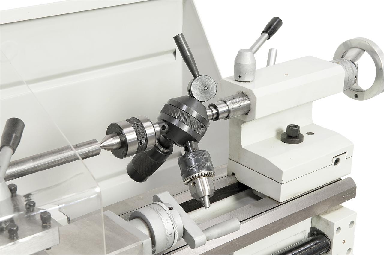 Zum wirtschaftlichen Arbeiten kann die Maschine mit einem Revolverkopf ausgestattet werden.