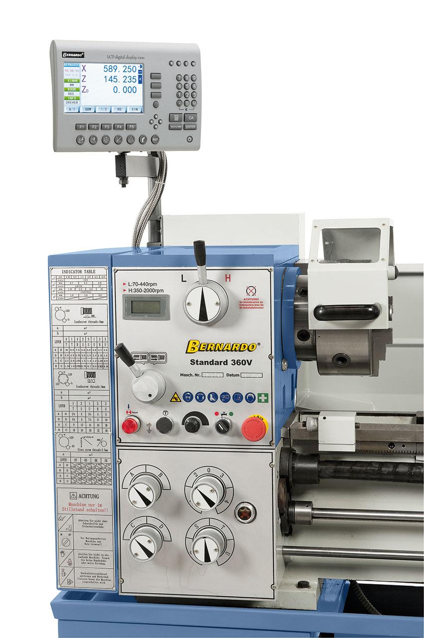 Die Maschine ist serienmäßig mit einer digitalen Positionsanzeige Bernardo ausgestattet.