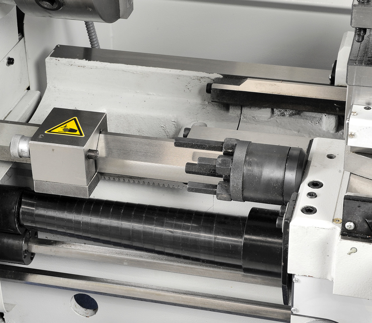 Mikrometerlängs- und Revolveranschlag im Lieferumfang enthalten.