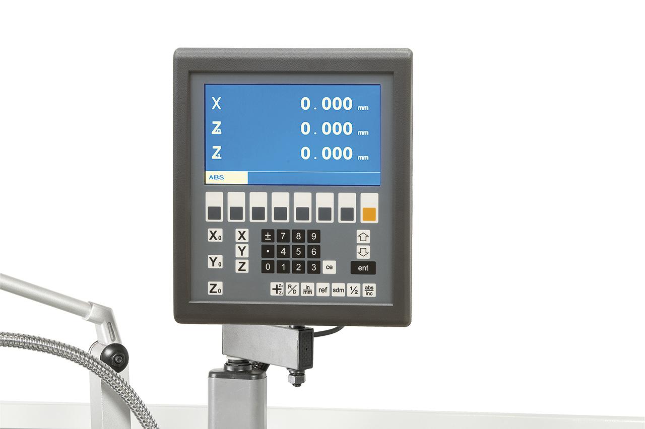 Zur Reduzierung der Fertigungszeiten ist die Maschine mit einer digitalen Positionsanzeige ausgerüstet.