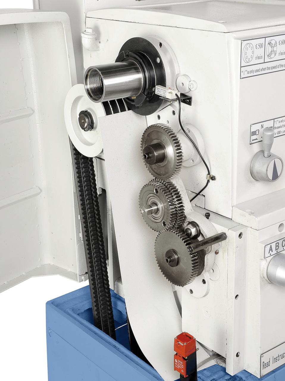 Gehärtete Hauptspindel mit Präzisionskegellager für hohe Rundlaufgenauigkeit, optimale Kraftübertragung durch verzahnte Optibelt-Keilriemen