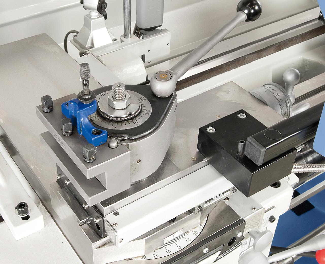 Zum rationellen Arbeiten ist die Maschine mit einem Schnellwechselstahlhalter ausgerüstet.