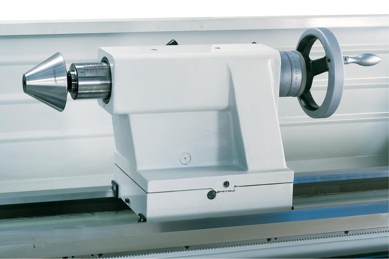 Optional lieferbar: Zentrierkegel diam. 150 mm zum Spannen von Rohren.