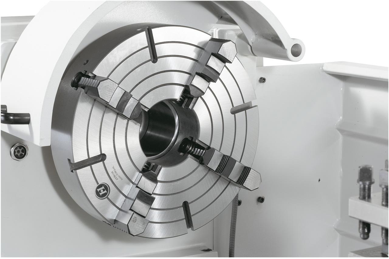 Standard: 400 mm Planscheibe, ideal zum Einspannen von asymmetrischen Werkstücken.