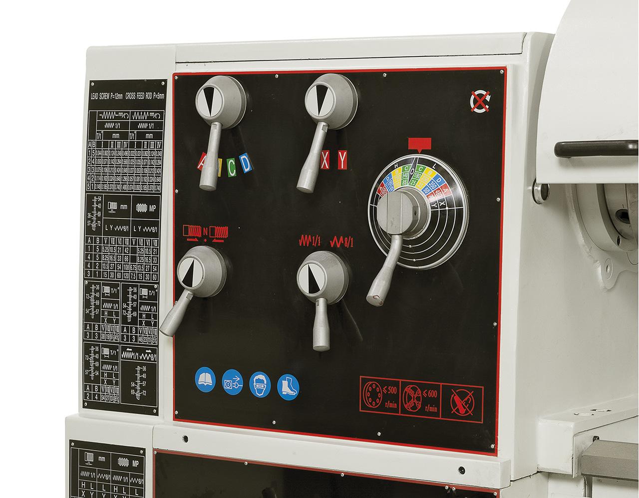 Einfache Bedienung, alle Schalt- und Bedienelemente übersichtlich am Getriebekopf angebracht.