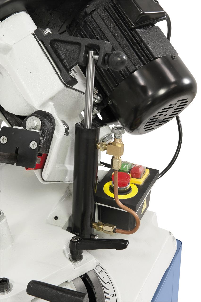Für feinfühliges Absenken des Sägebügels serienmäßig mit Hydraulikzylinder ausgerüstet.