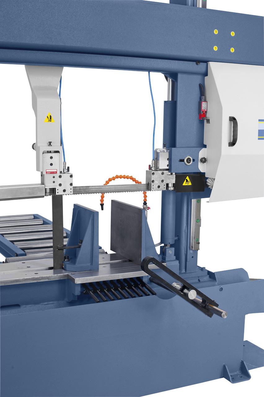 Die verschiebbare Sägebandführung kann optimal an die Werkstückbreite angepasst werden.