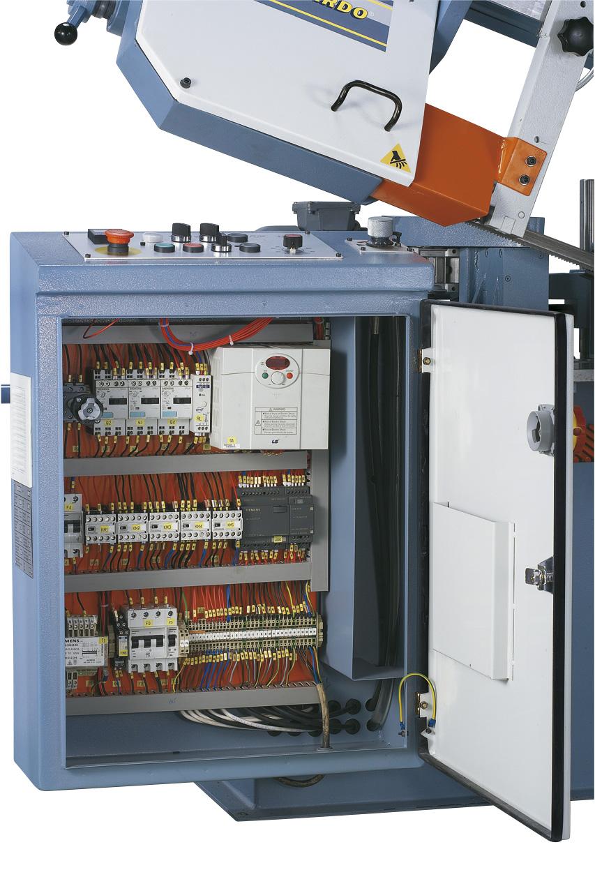 Übersichtlich aufgebauter Schaltkasten mit hochwertigen Elektrokomponenten.