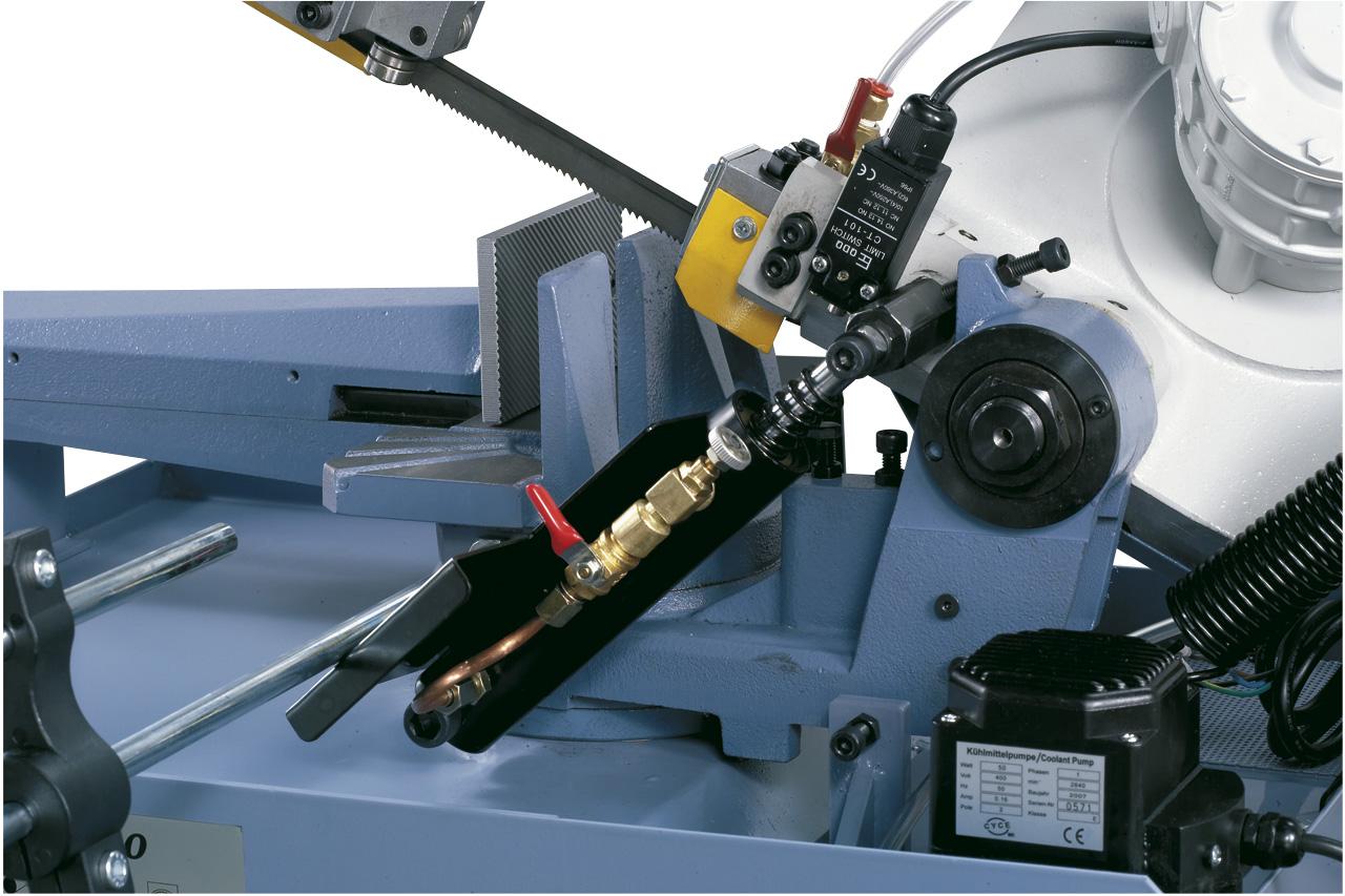 Hydraulikzylinder für stufenloses Absenken des Sägebügels.