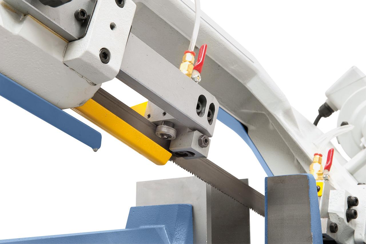 Kombinierte Rollen-Hartmetalleinsätze sorgen für eine ideale Sägebandführung und gewährleisten dadurch optimale Schnittergebnisse.