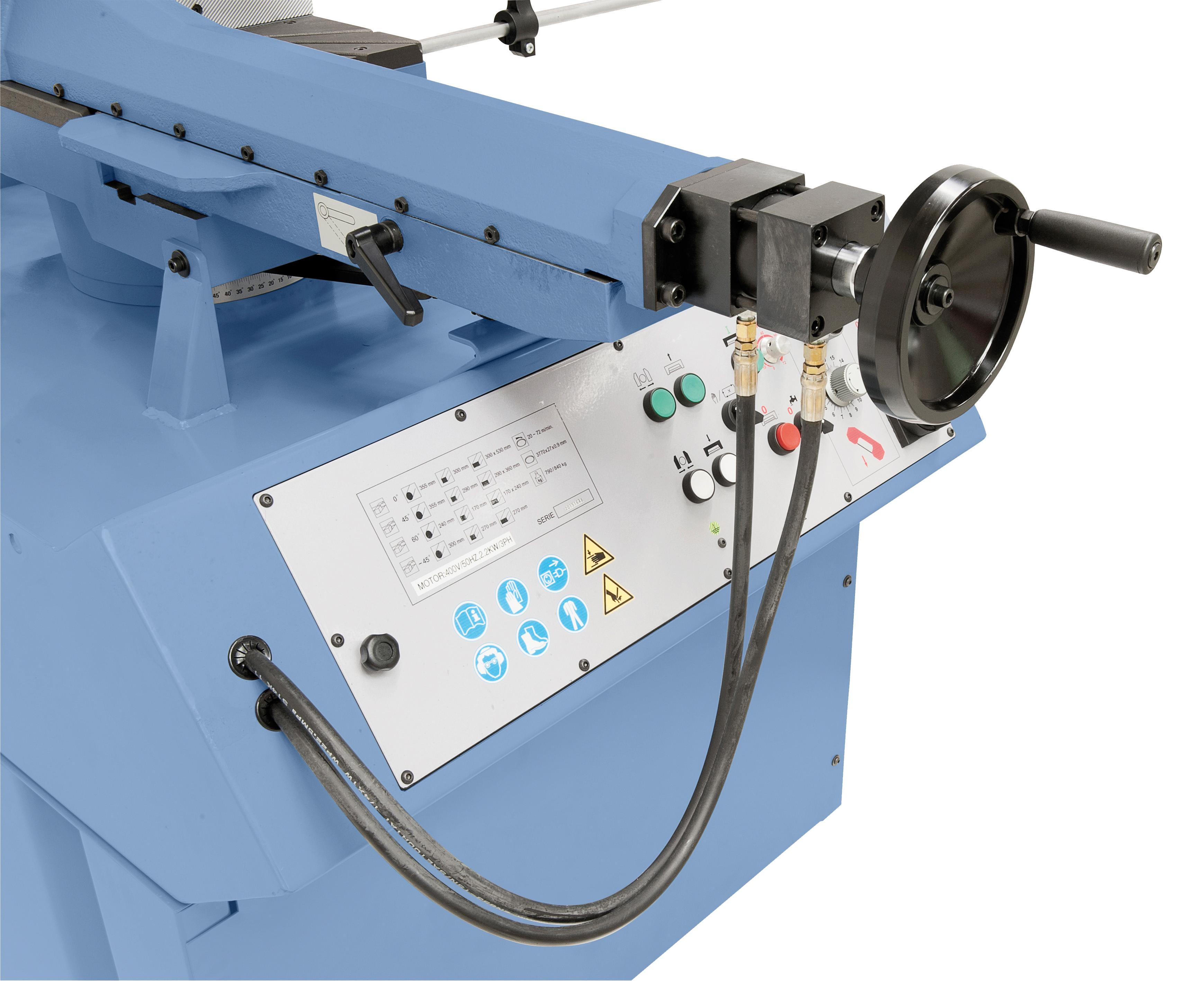 Verschiebbarer Schraubstock, Klemmung erfolgt manuell oder hydraulisch.
