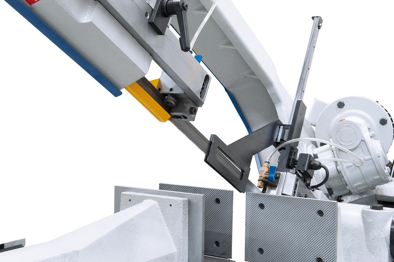 Sägebandführung über kombiniertes Rollen-Backenführungssystem mit Hartmetalleinsätzen