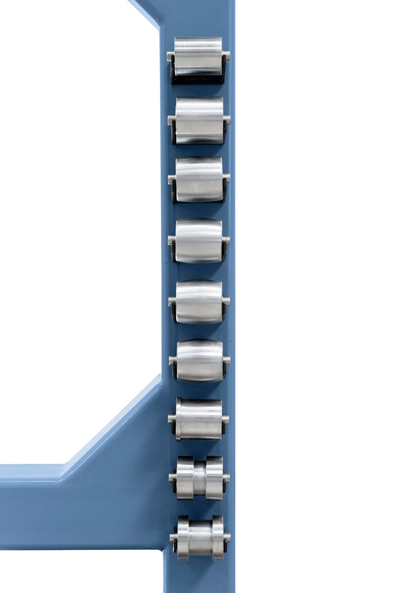 9 Stk. Formrollen serienmäßig, platzsparende Aufbewahrung am Standfuß