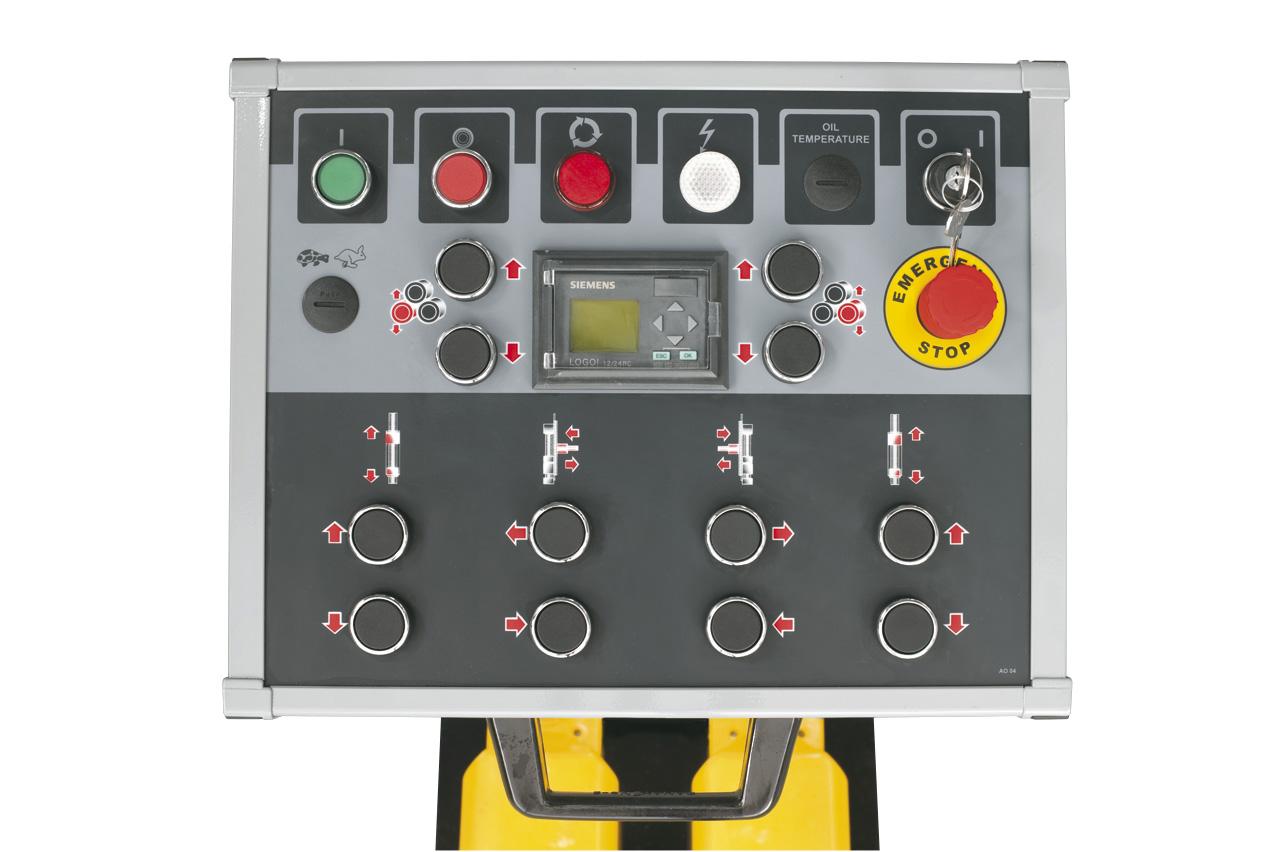 Bedienpanel mit  hydraulisch einstellbaren Richtrollen (Option).