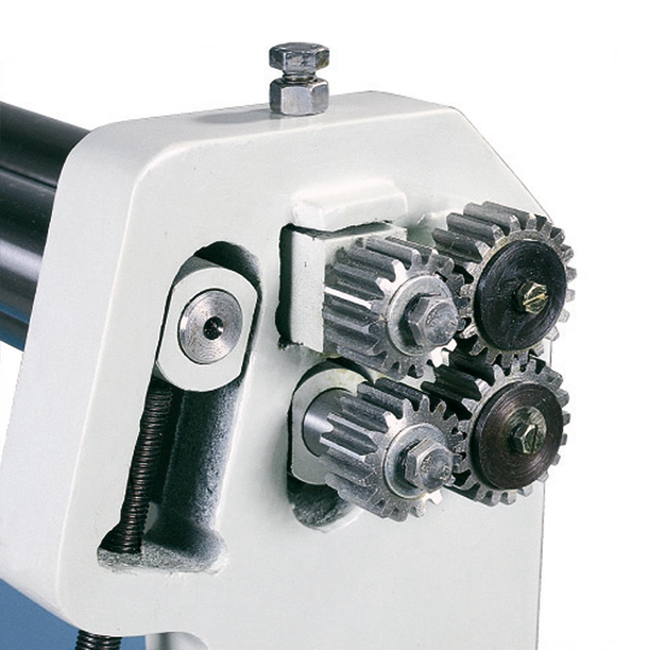 Der Antrieb der Biegewalzen erfolgt über ein massives Zahnradgetriebe.