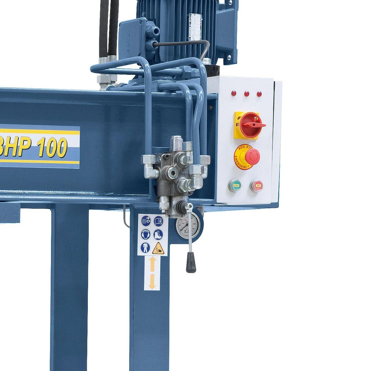 Ein feinfühliges Zustellen und Stoppen des Kolbens wird mittels Spezialhebel gewährleistet.