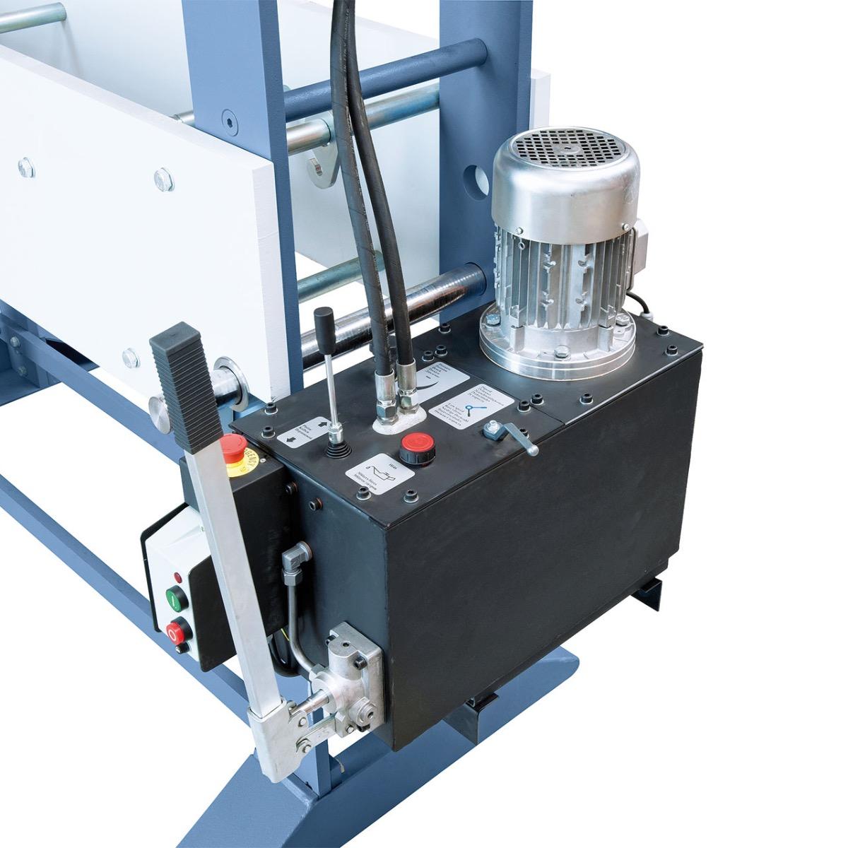 Der Kolbenhub erfolgt wahlweise mittels Handhebel oder Hydraulikpumpe.