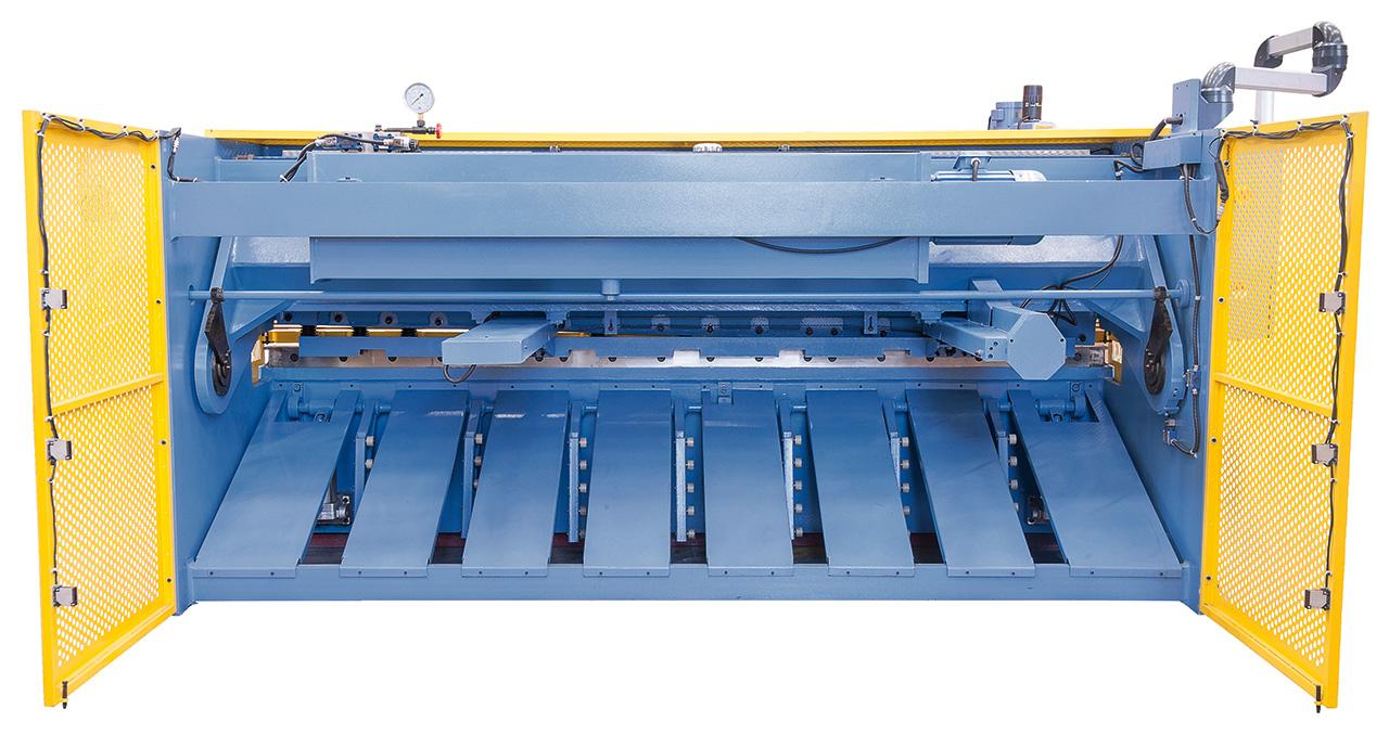 Die pneumatische Blechhochhaltevorrichtung (Standard) verhindert ein Durchbiegen von Dünnblechen und gewährleistet daher einen exakten Schnitt.