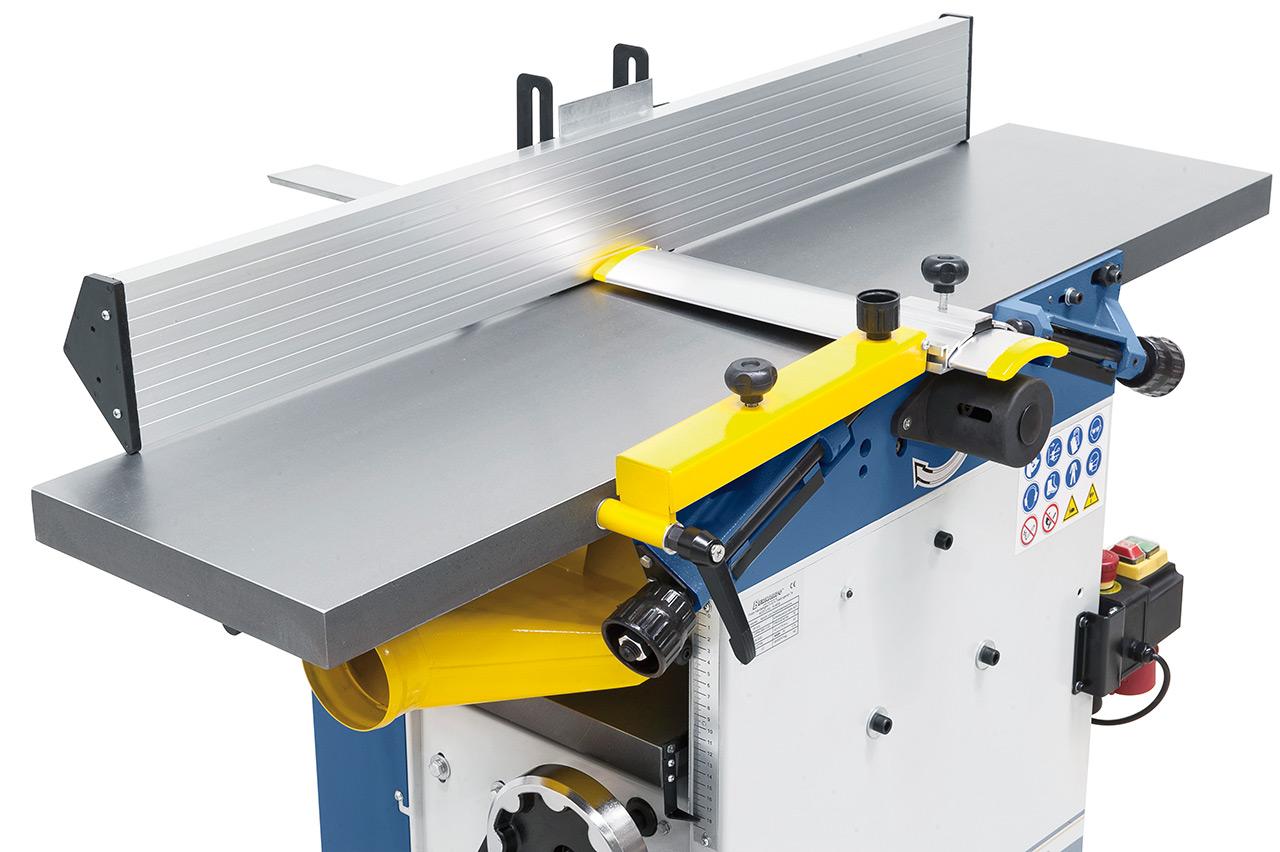 Der lange Abrichtanschlag gewährleistet durch seine große Auflagefläche eine präzise Bearbeitung von größeren Werkstücken.
