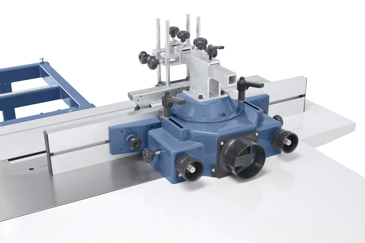 Die Fräserschutzhaube ist mit einer Feineinstellung ausgestattet. Die Späneabfuhr erfolgt über den integrierten Absauganschluss.