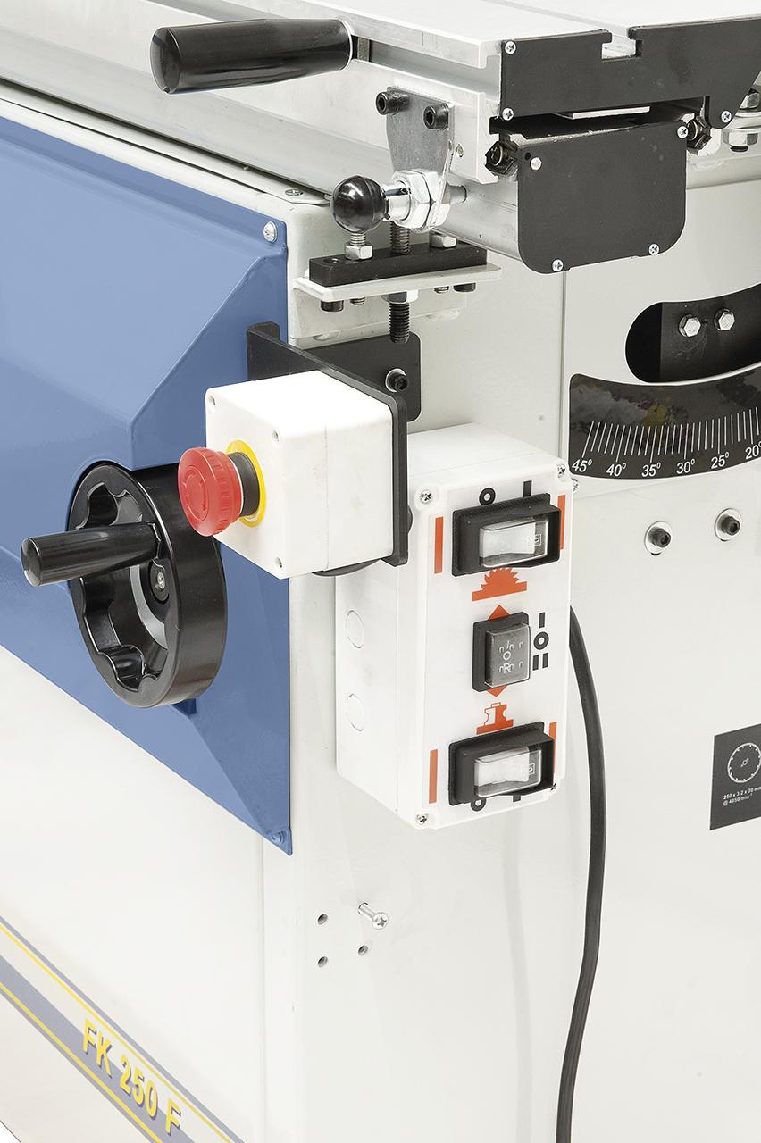 Alle Schaltelemente sind in einem Elektropaneel übersichtilich montiert