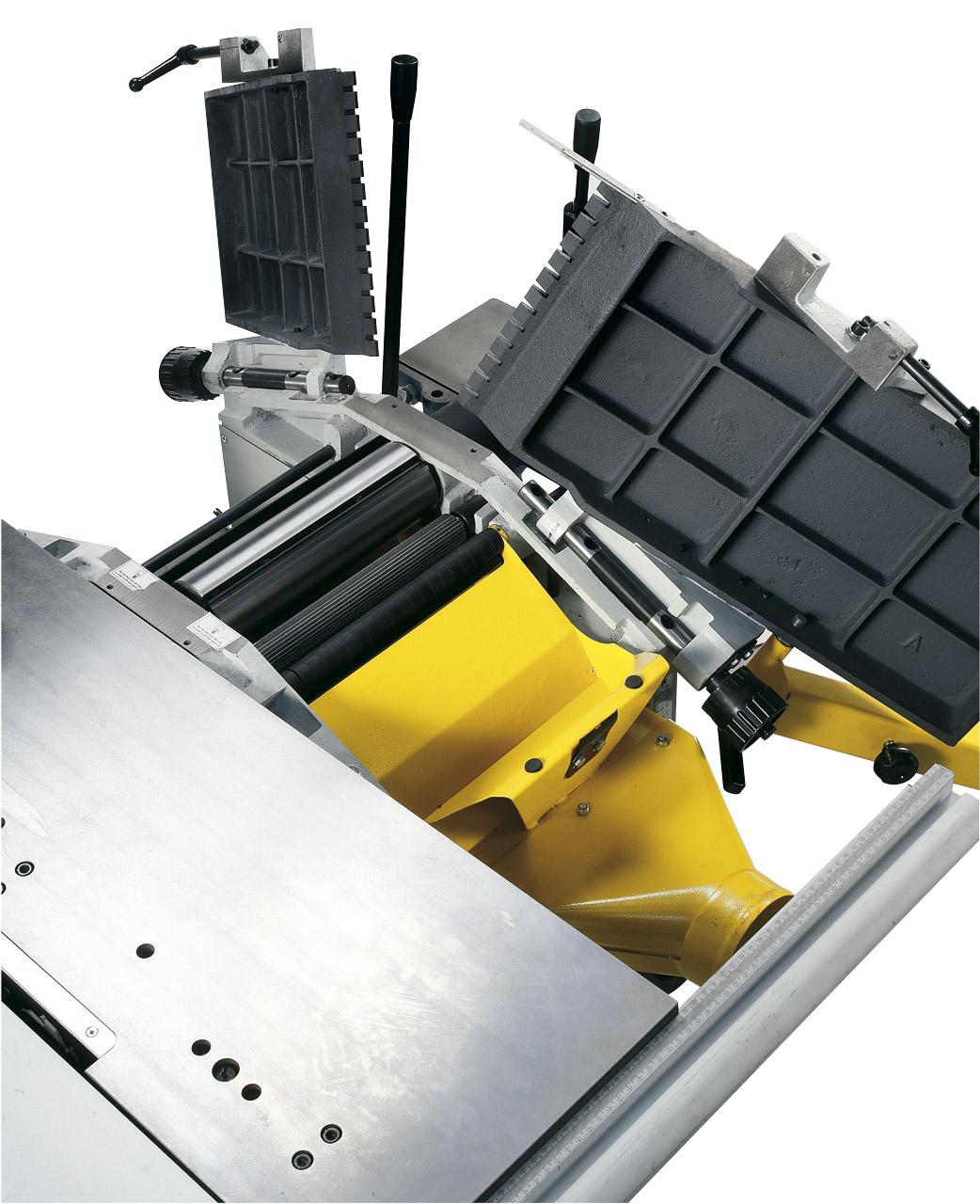 Die hochklappbaren Abrichttische ermöglichen beim Dickenhobeln ein optimales und sicheres Arbeiten, auch bei kurzen Werkstücken.
