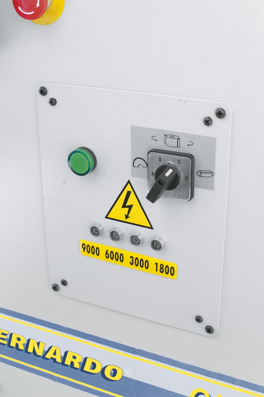 Die elektronische Geschwindigkeitsanzeige ermöglicht ein schnelles und einfaches Ablesen der eingestellten Fräsgeschwindigkeit.