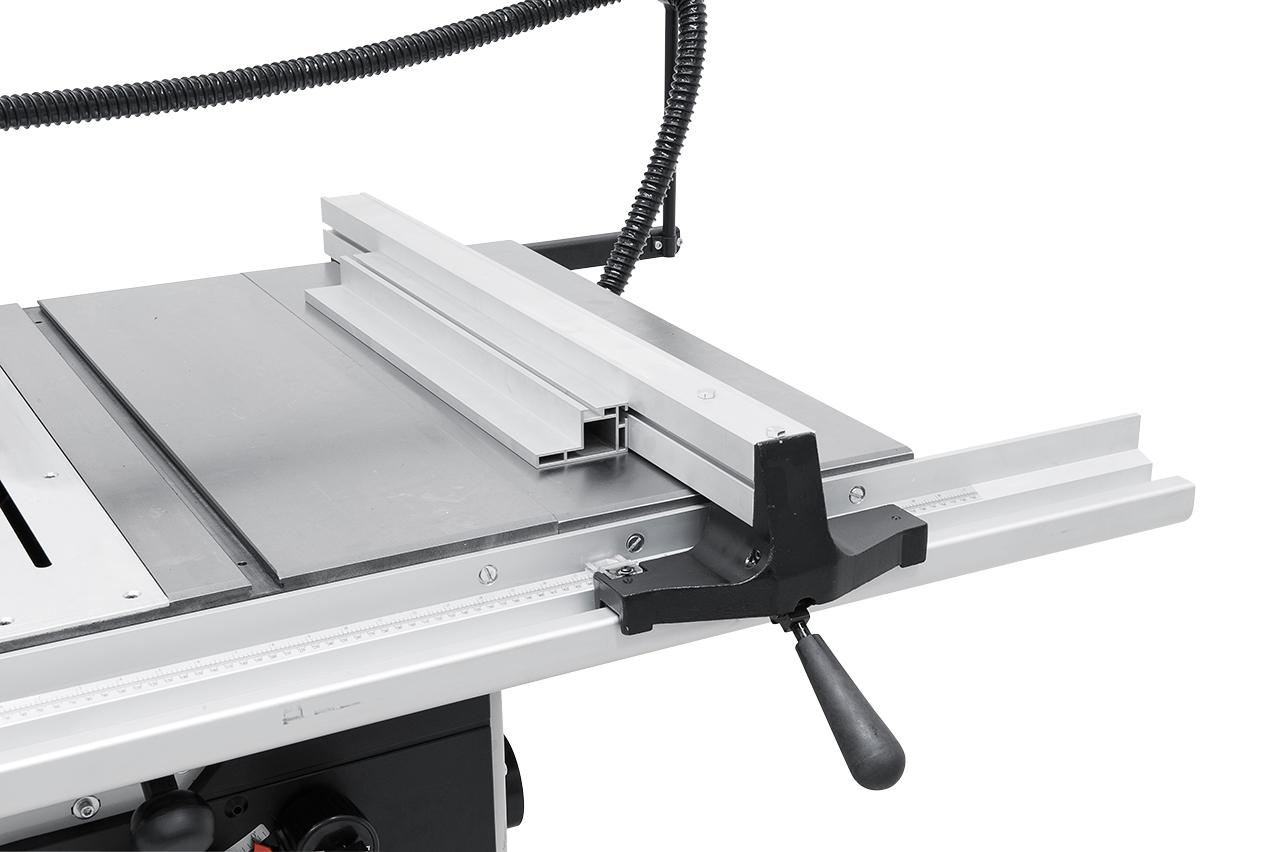 Inklusive leicht verschiebbarer Längsanschlag mit Schnellklemmsystem und Tischverbreiterung für Schnittbreiten bis 730 mm
