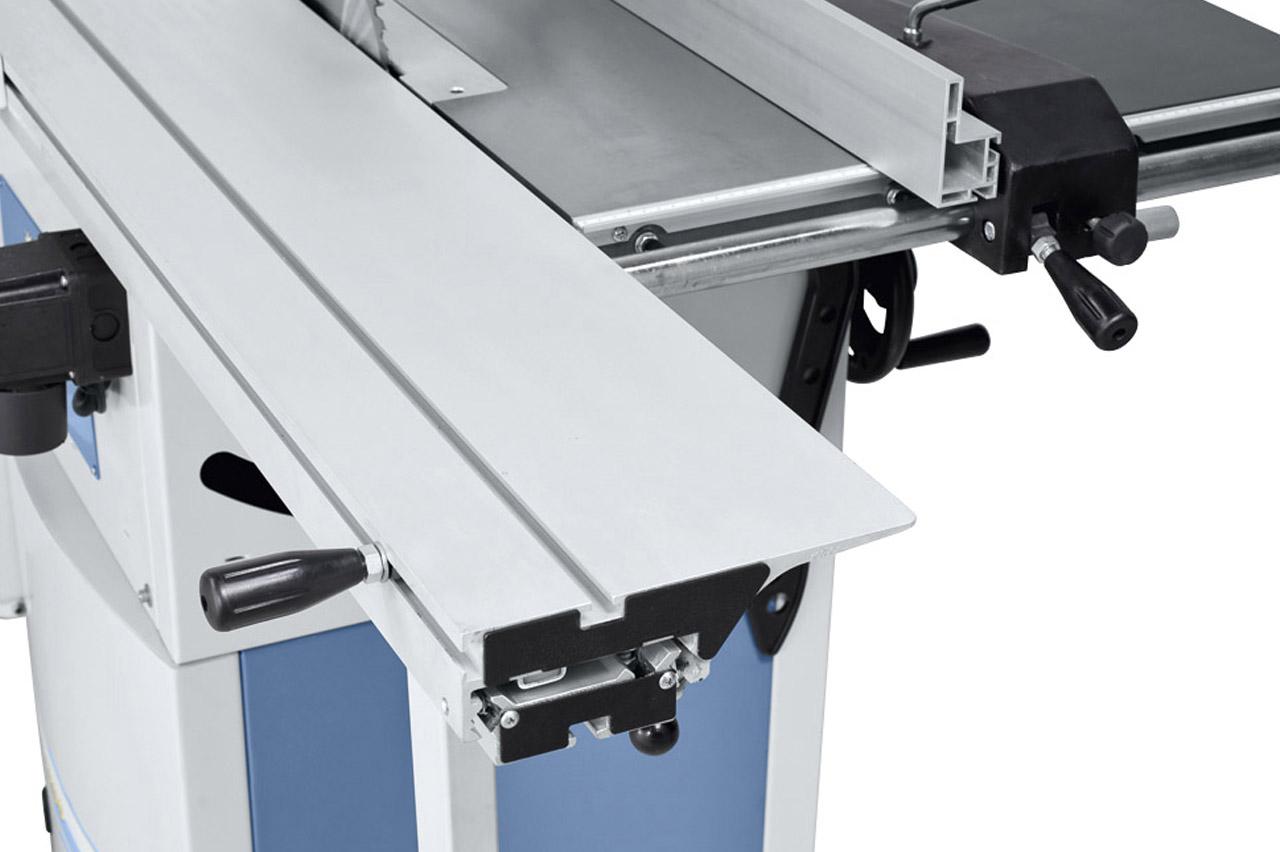 Hoher Bedienkomfort durch den  serienmäßigen Formattisch  aus eloxiertem Aluminium.