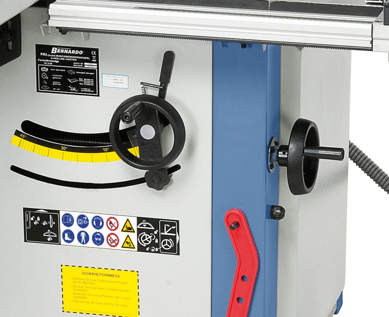 Die Verstellung des Sägeaggregates erfolgt durch ergonomisch angebrachte Handräder am Maschinenkörper