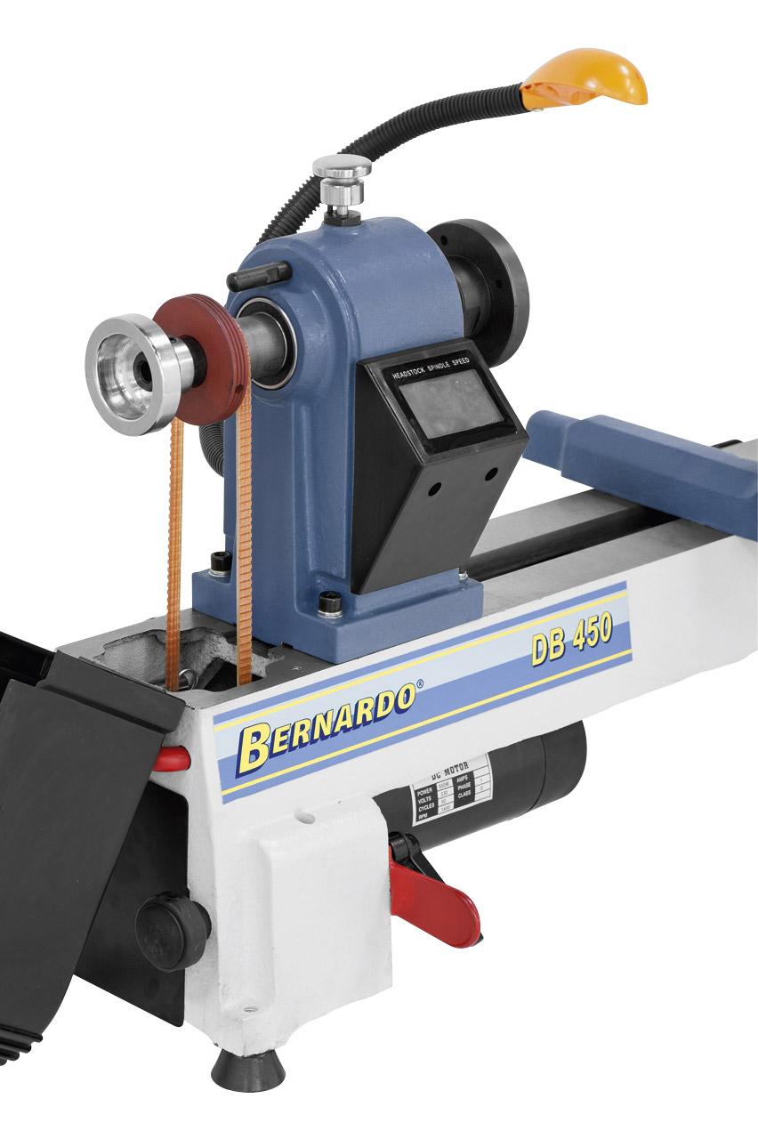 Die Kraftübertragung auf die Pinole erfolgt über einen robusten Riemenantrieb