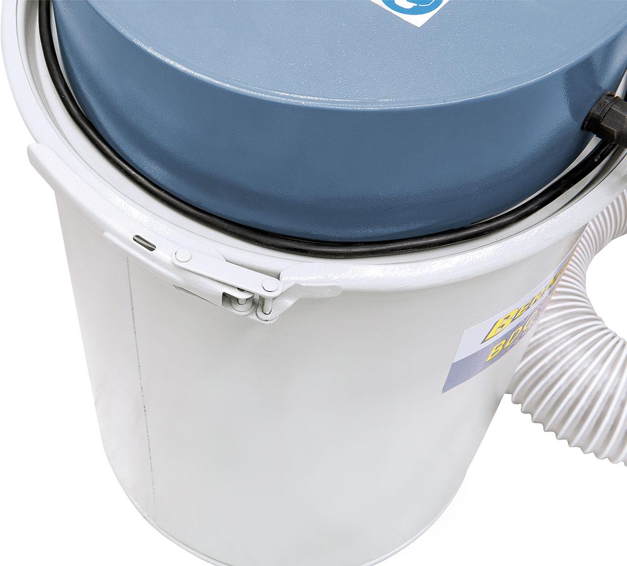 Einfaches entleeren des Behälters durch Schnellklemmsystem.